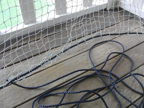 ネットにロープを通したところ
