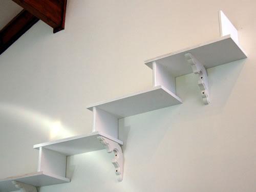 猫階段を壁に設置
