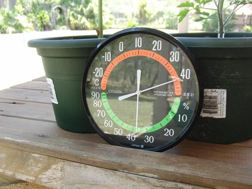 外の温度計