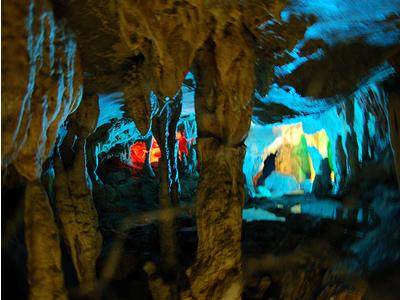ライトアップされた龍河洞の中