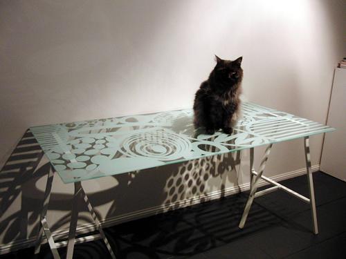 IKEAで買ったガラスのテーブル