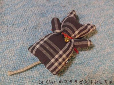 マタタビ入りの猫の形をしたおもちゃ